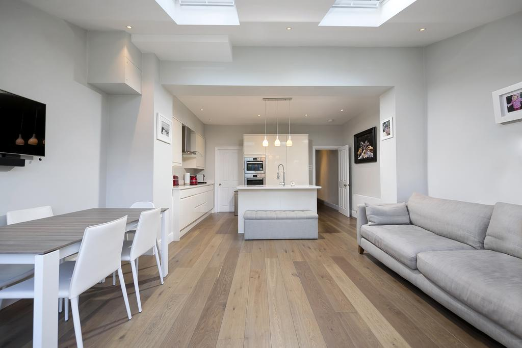 3 Bedrooms House for sale in Eridge Road, London