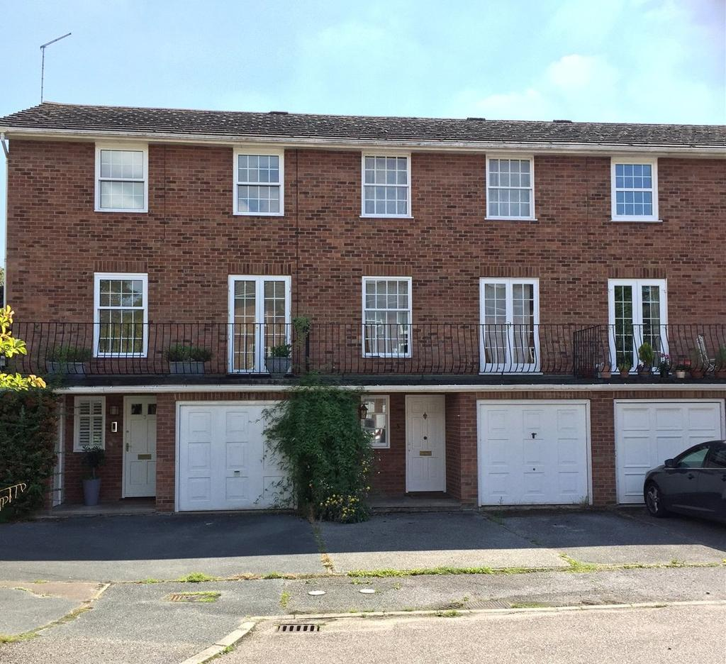 4 Bedrooms Terraced House for sale in Lockwood Close, Woodbridge, Suffolk, IP12