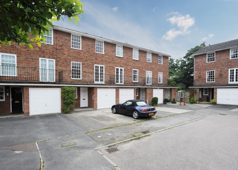 4 Bedrooms Unique Property for sale in Lockwood Close, Woodbridge, Suffolk, IP12