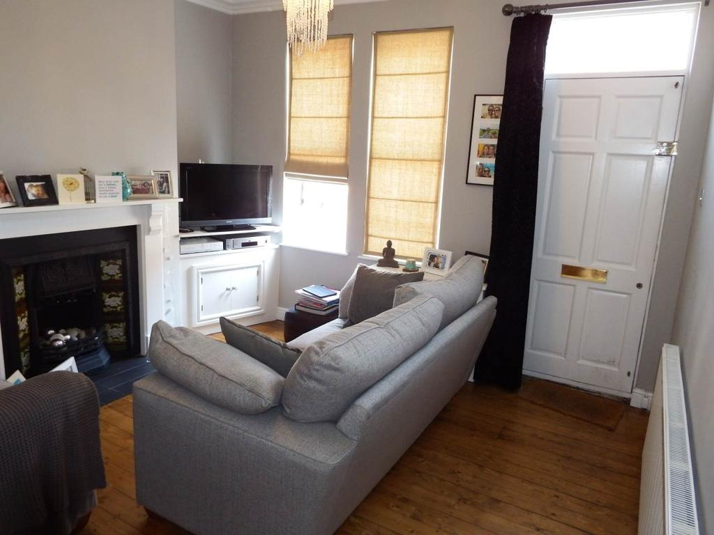 2 Bedrooms Terraced House for rent in Clumber Road, West Bridgford, Nottingham