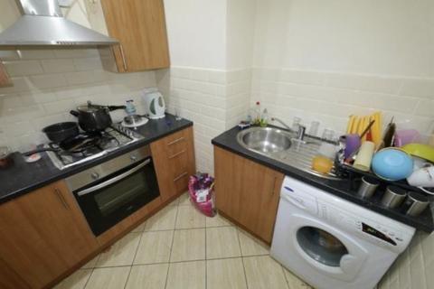 3 bedroom apartment to rent - BELLE VUE ROAD, LS3