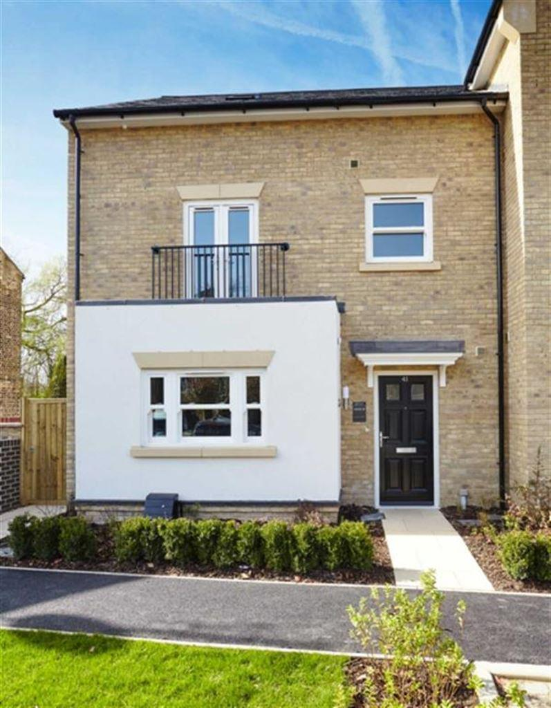3 Bedrooms Semi Detached House for sale in Island House, Harefield, Middlesex