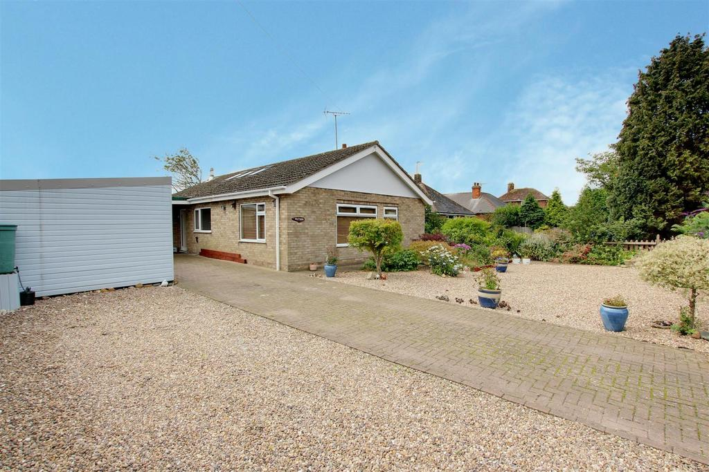2 Bedrooms Detached Bungalow for sale in Station Road, Willoughby, Alford