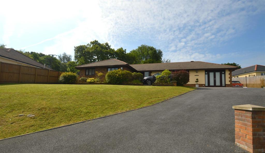 3 Bedrooms Detached Bungalow for sale in Glanamman, Ammanford