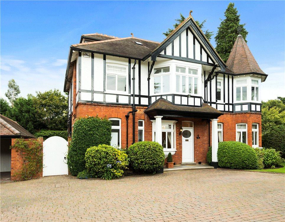 5 Bedrooms Detached House for sale in Castle Road, Weybridge, Surrey, KT13