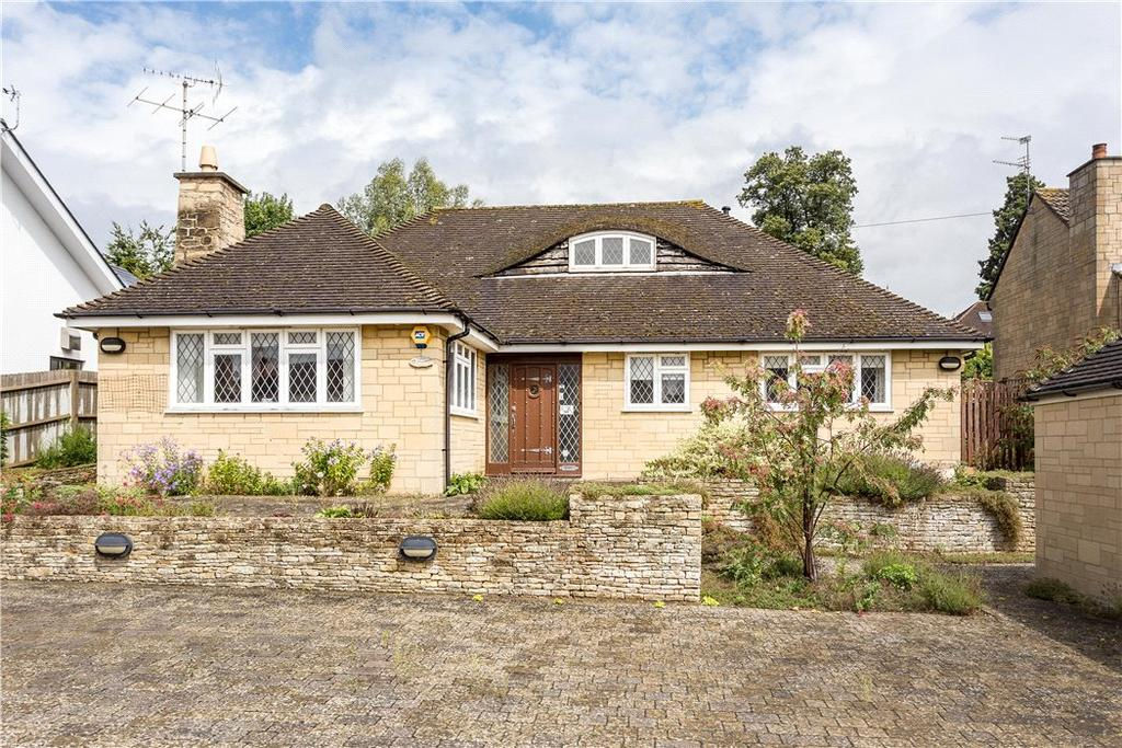 3 Bedrooms Bungalow for sale in Charlton Drive, Charlton Kings, Cheltenham, Gloucestershire, GL53