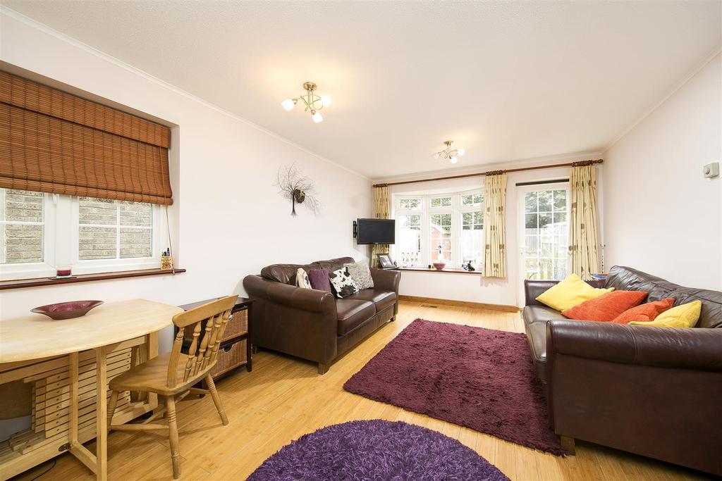2 Bedrooms Terraced House for sale in Tudor Gardens, Twickenham