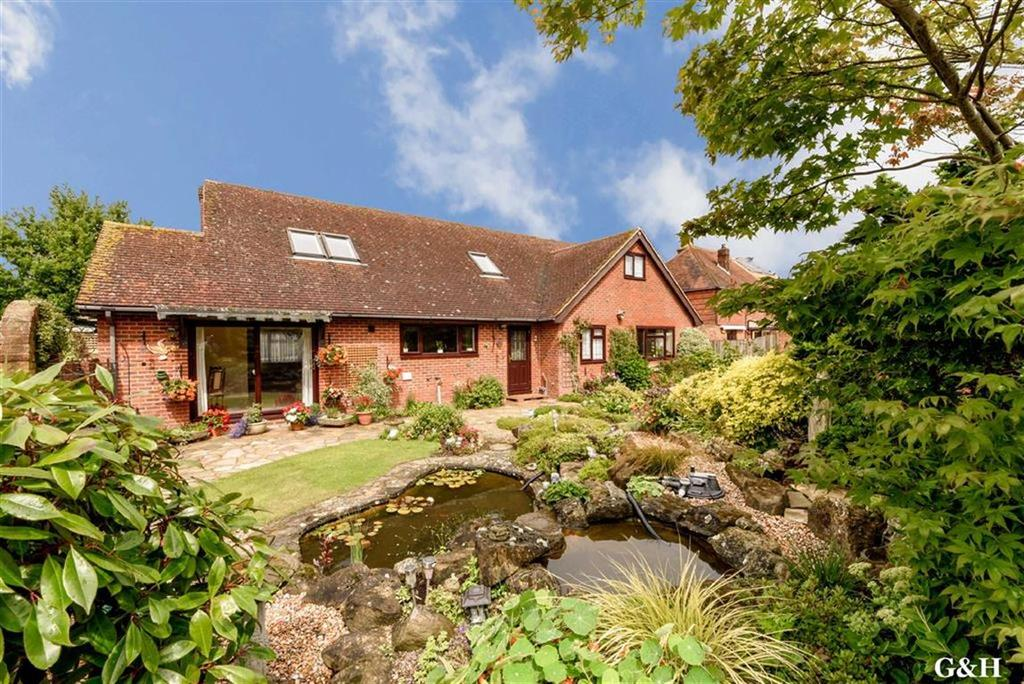 4 Bedrooms Detached Bungalow for sale in Canterbury Road, Brabourne Lees, Kent