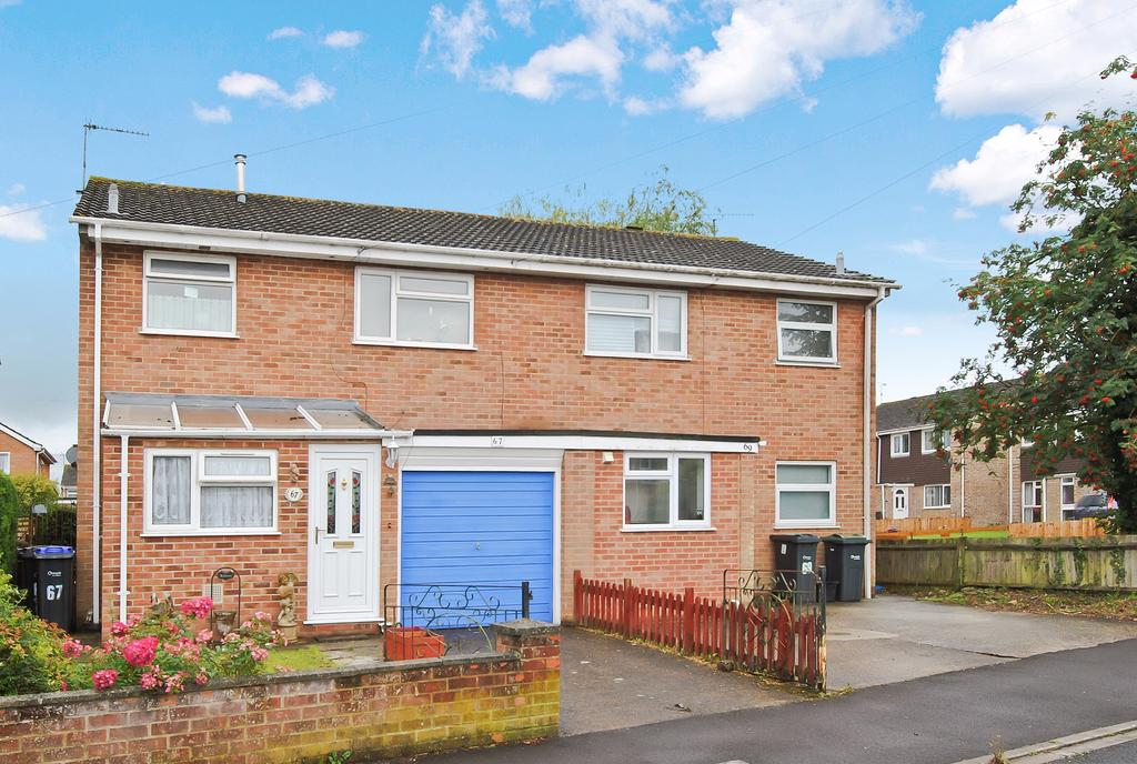 3 Bedrooms Semi Detached House for sale in Avondown Road, Durrington, Salisbury, SP4 8ET.