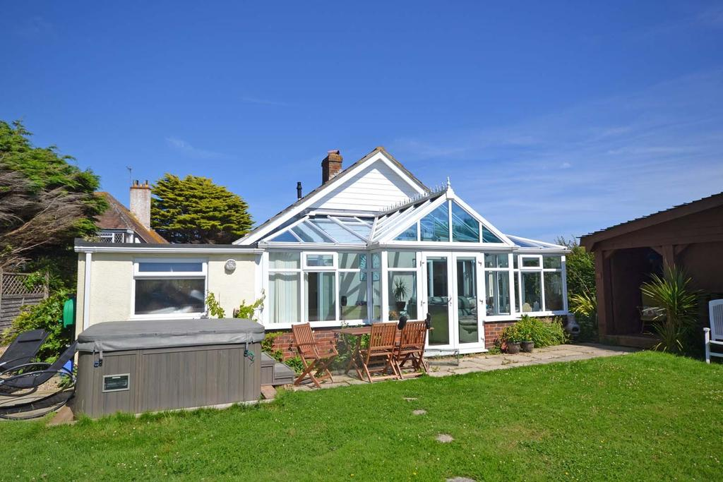 3 Bedrooms Detached Bungalow for sale in Vincent Road, Selsey, PO20