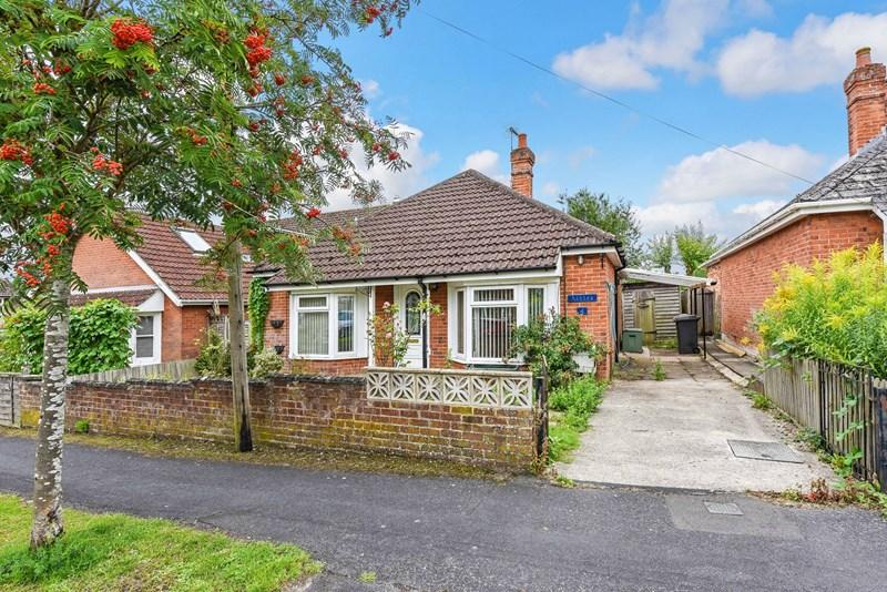 2 Bedrooms Detached Bungalow for sale in Plantation Road, Andover