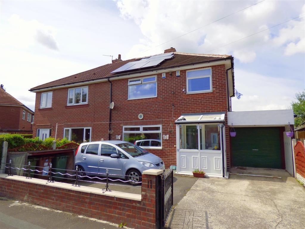 3 Bedrooms Semi Detached House for sale in Bevor Crescent, Heckmondwike