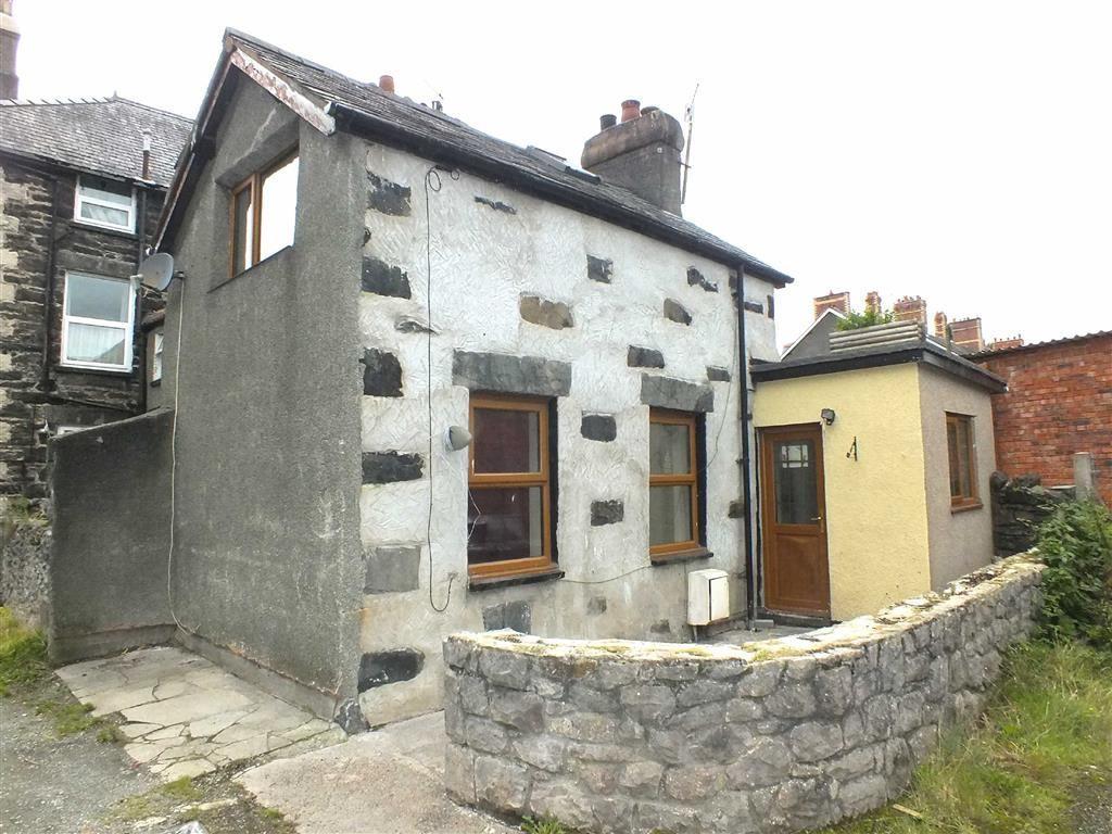 2 Bedrooms Cottage House for sale in Station Road, Llanrwst