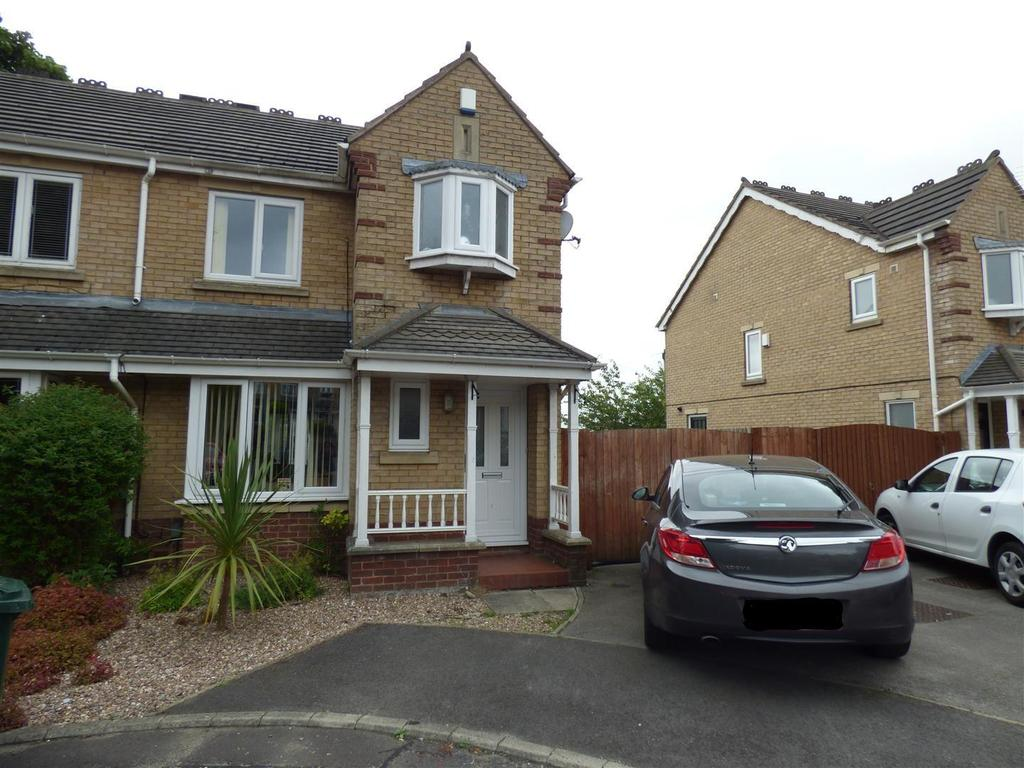 3 Bedrooms Semi Detached House for sale in Scholars Walk, Eccleshill, Bradford, BD2 3AF