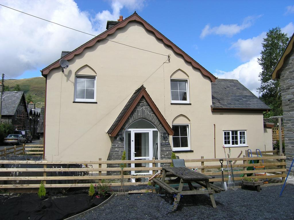 3 Bedrooms House for sale in Awel Dyfi, Minllyn, SY20