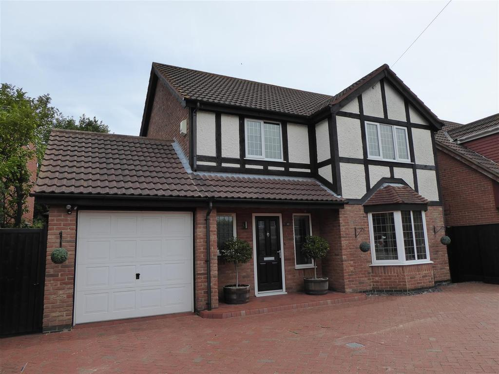 4 Bedrooms Detached House for sale in Pinfold Lane, Holton-Le-Clay, Grimsby