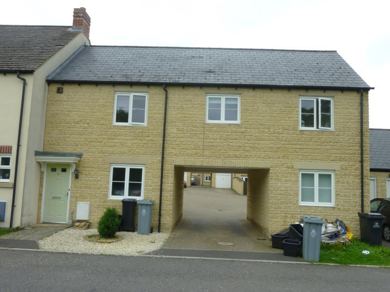 2 Bedrooms Flat for sale in Harvest Bank, Carterton, Oxon