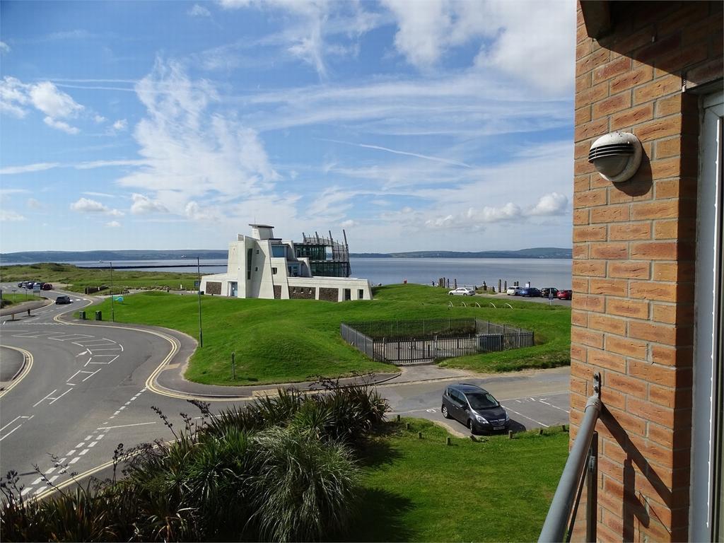 2 Bedrooms Flat for sale in Cwrt Clara Novello, Pentre Doc Y Gogledd, Llanelli, Carmarthenshire