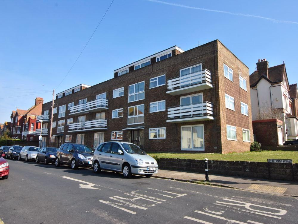 2 Bedrooms Flat for sale in Clifford Court, Clifford Road, BEXHILL-ON-SEA, East Sussex