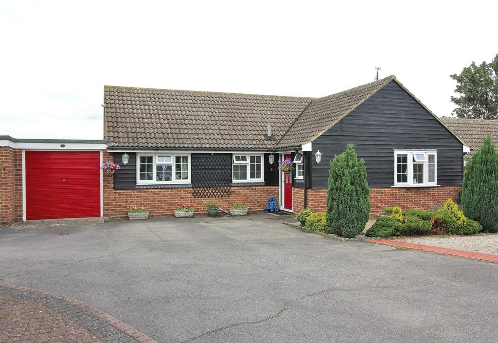 3 Bedrooms Detached Bungalow for sale in White Mead, Broomfield, Chelmsford, Essex, CM1