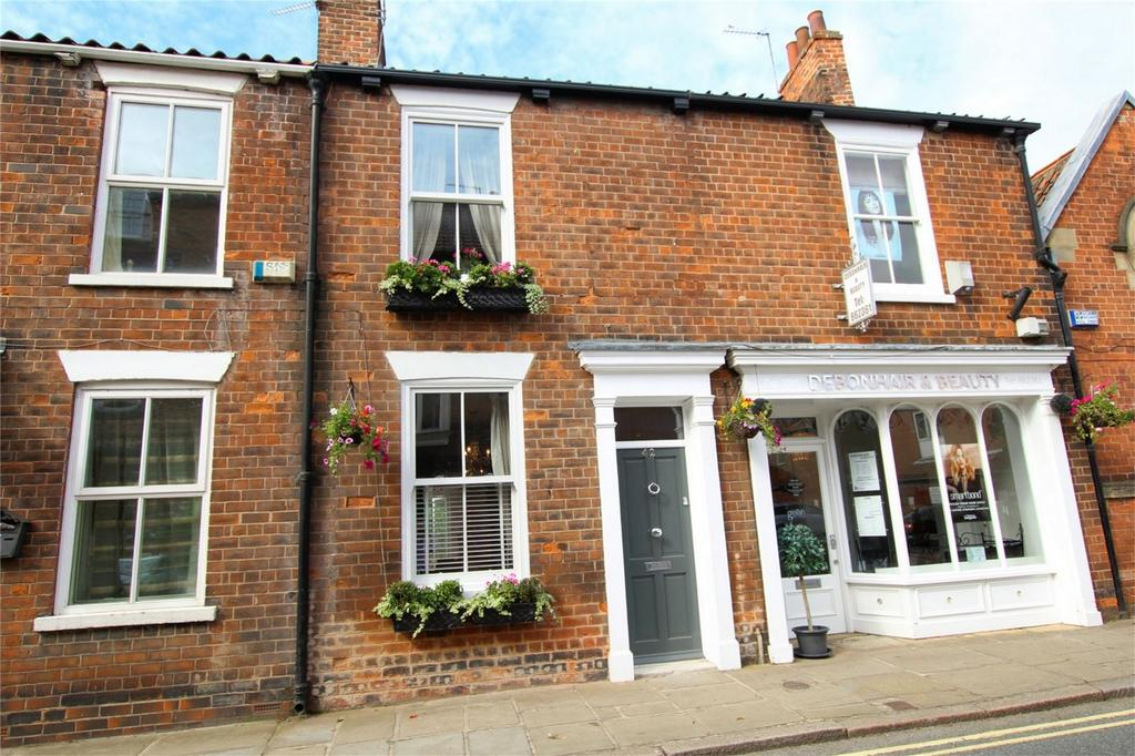 2 Bedrooms Terraced House for sale in Lairgate, Beverley, East Riding of Yorkshire