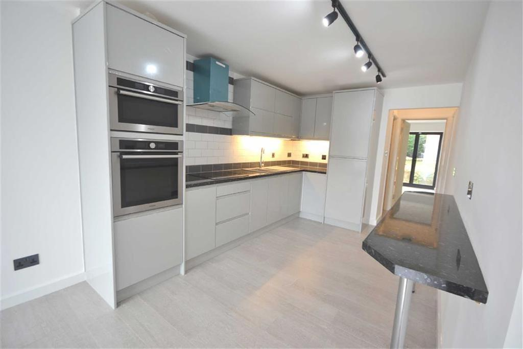 2 Bedrooms Ground Maisonette Flat for sale in Lindsey Street, Epping, Essex, CM16