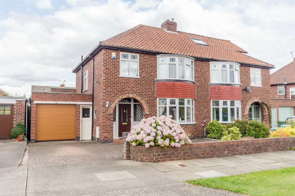 3 Bedrooms Semi Detached House for sale in Lycett Road, Dringhouses, YORK