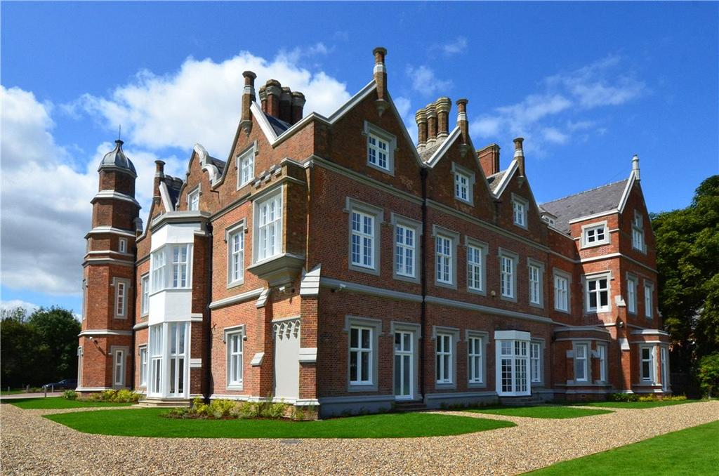 2 Bedrooms Flat for sale in Hamels Mansion, Hamels Park, Buntingford, Hertfordshire, SG9