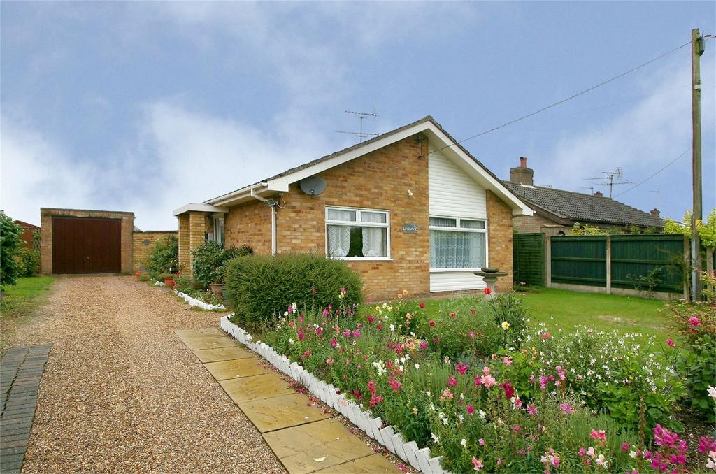 2 Bedrooms Detached Bungalow for sale in Church Road, Wretton, King's Lynn, Norfolk