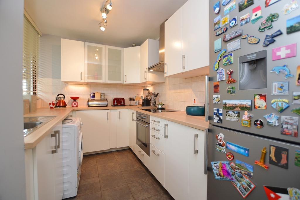 3 Bedrooms Flat for sale in Consort Road Peckham SE15