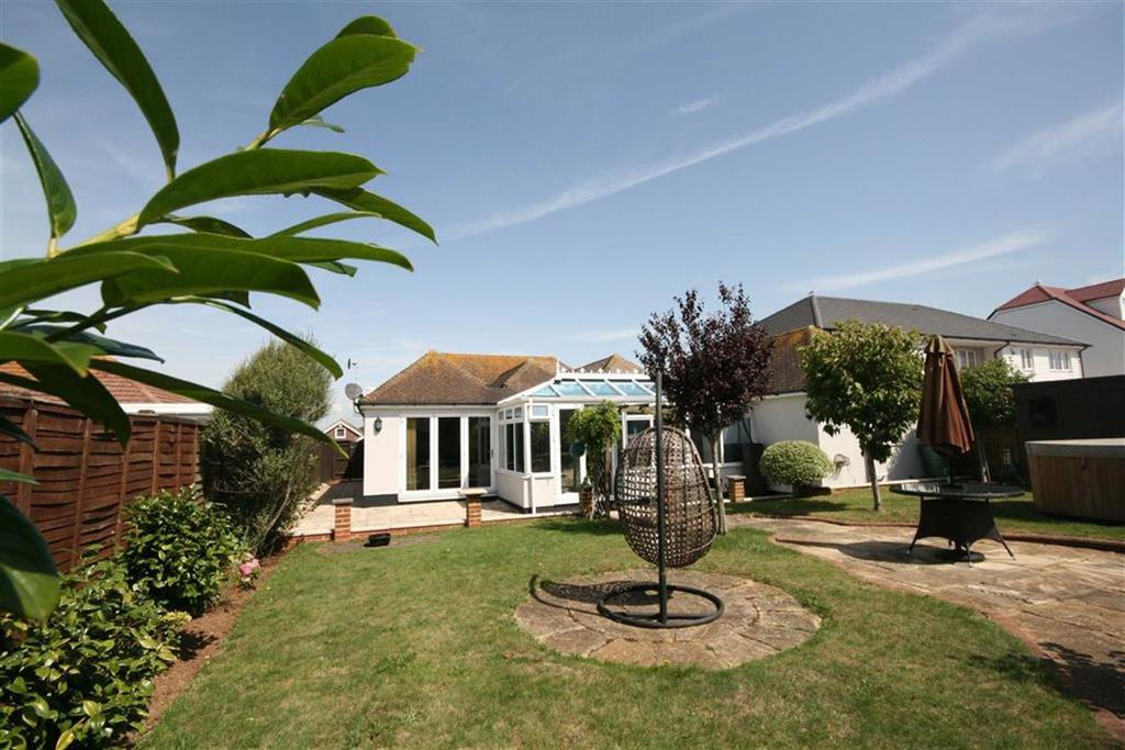 5 Bedrooms Detached Bungalow for sale in Ashington Gardens, Peacehaven