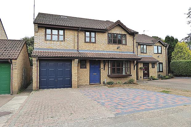 5 Bedrooms Detached House for sale in Hidcote Close, East Hunsbury, Northampton, NN4