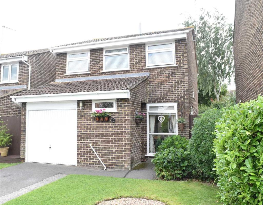 4 Bedrooms Detached House for sale in Alyssum Close, Chelmsford