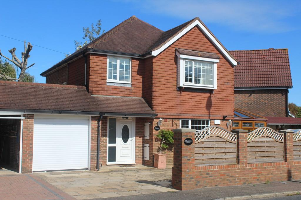 3 Bedrooms Detached House for sale in Amberley Road, Storrington
