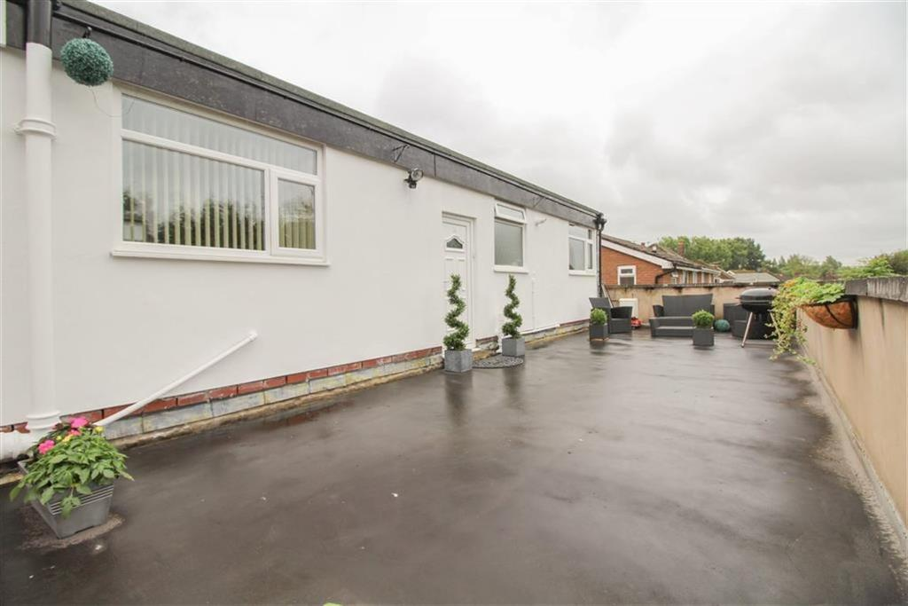 2 Bedrooms Flat for sale in Cemetery Road, Denton, Manchester