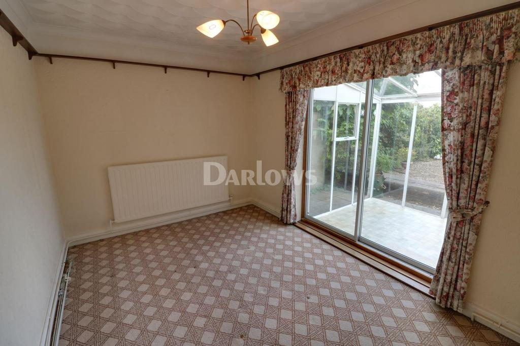 3 Bedrooms Bungalow for sale in Heol Isaf, Nelson