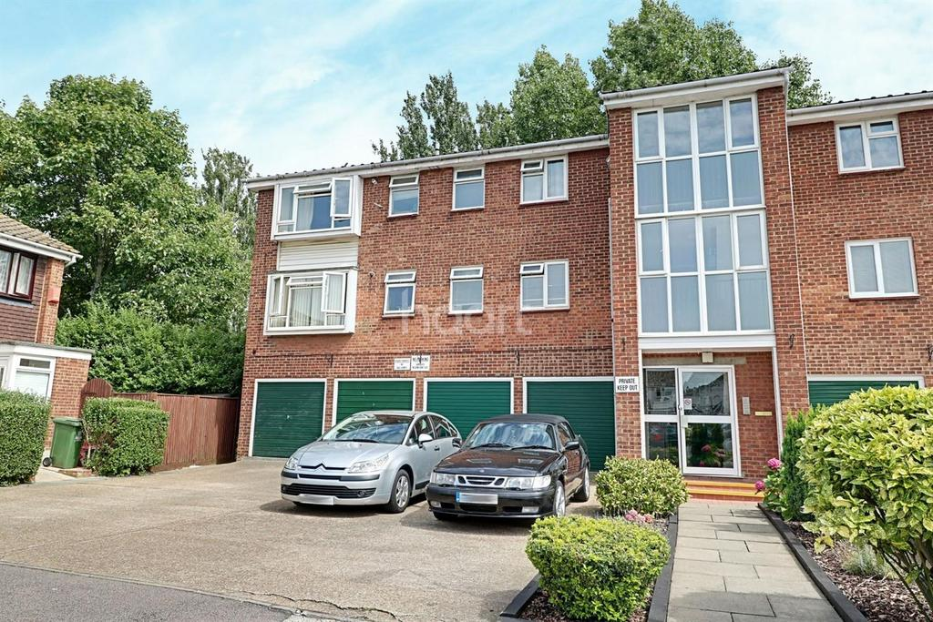 1 Bedroom Flat for sale in Kinder Close, London, SE28
