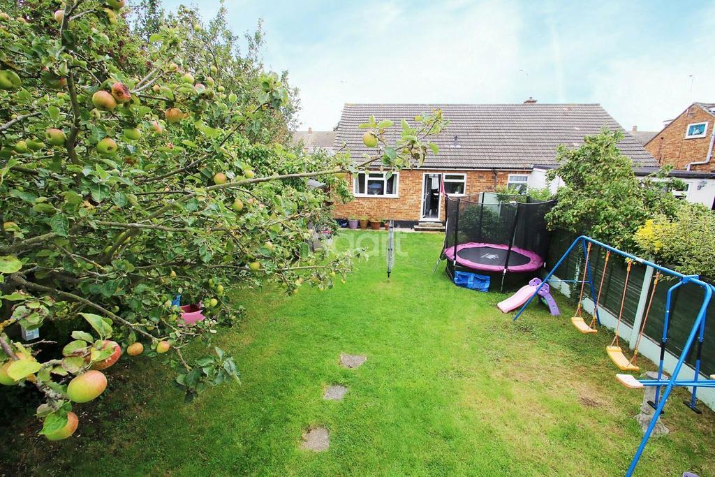 2 Bedrooms Bungalow for sale in Thorpedene Avenue, Hullbridge