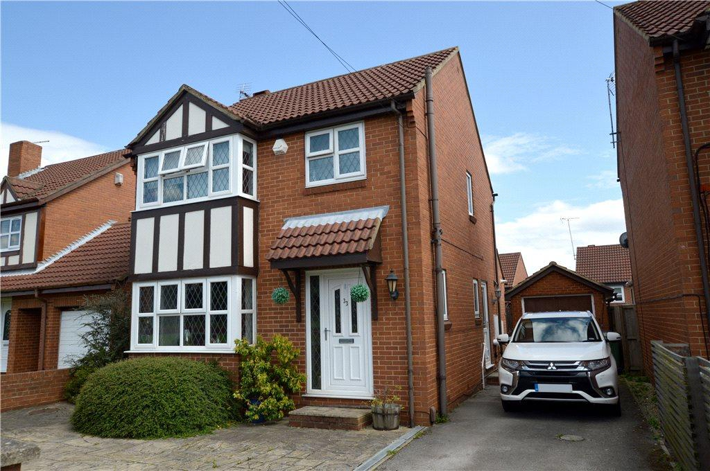 3 Bedrooms Detached House for sale in Cote Lane, Farsley, Pudsey, West Yorkshire