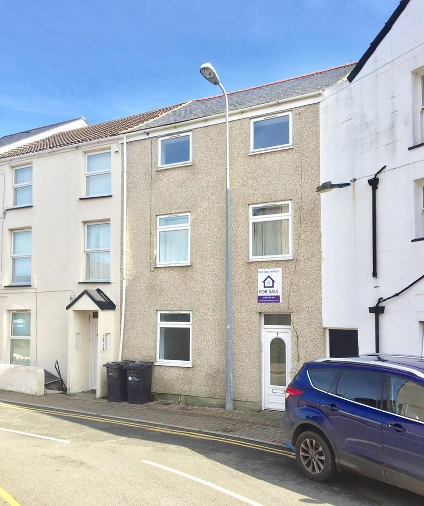 3 Bedrooms Town House for sale in Garreg Domas, Holyhead, North Wales