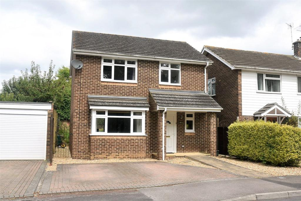 3 Bedrooms Detached House for sale in Bowmonts Road, Tadley, Hampshire, RG26