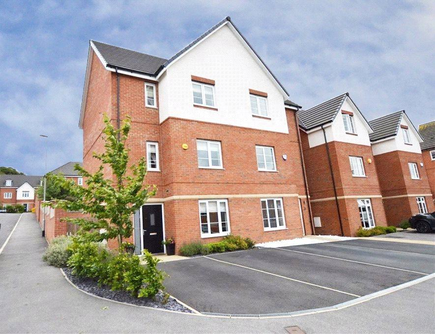 3 Bedrooms Semi Detached House for sale in Bluebell Avenue, Garforth, Leeds, West Yorkshire