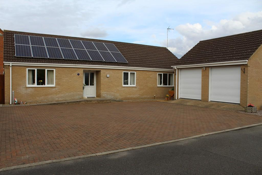 3 Bedrooms Detached Bungalow for sale in Thurloe Close, Wisbech