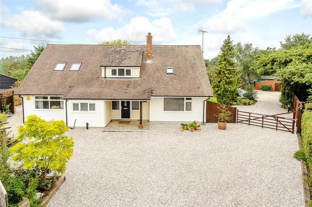 4 Bedrooms Detached House for sale in Ponds Road, Chelmsford, Essex