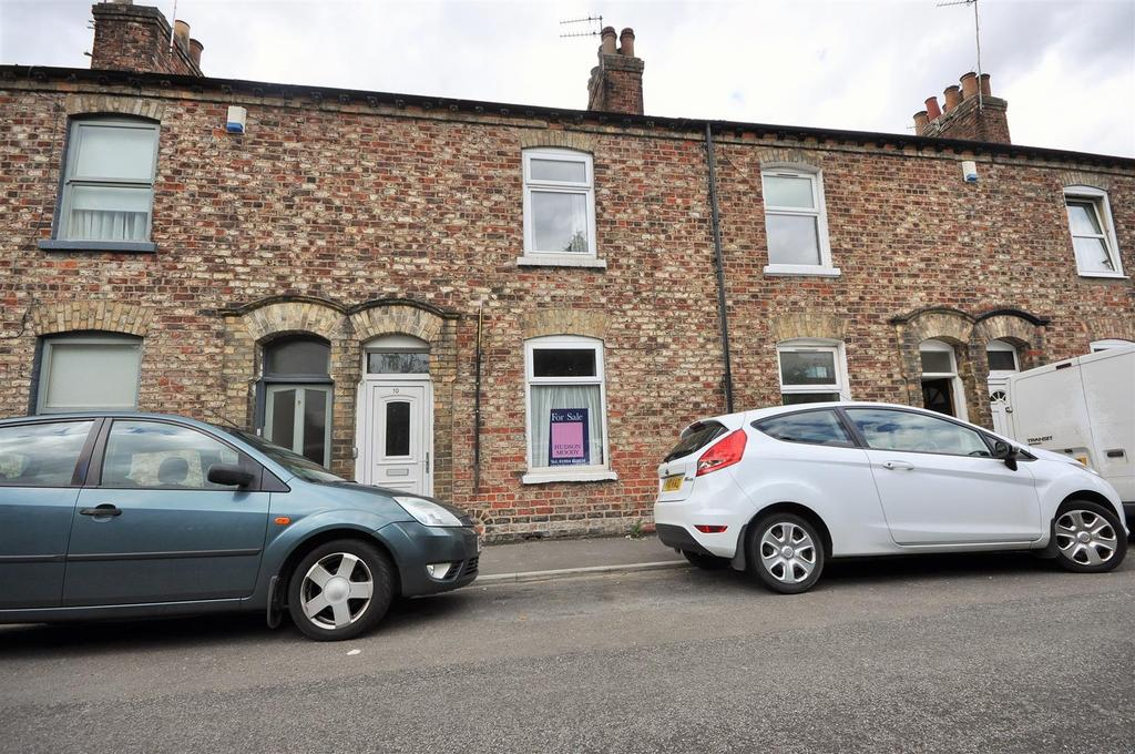 2 Bedrooms Terraced House for sale in Scarborough Terrace, Bootham, York