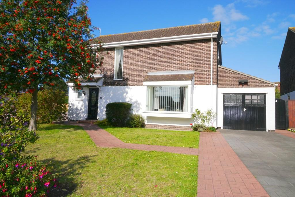 4 Bedrooms Detached House for sale in Knightswood, Gunton, Lowestoft
