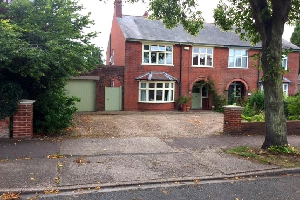 3 Bedrooms Semi Detached House for sale in The Avenue, Pakefield, Lowestoft
