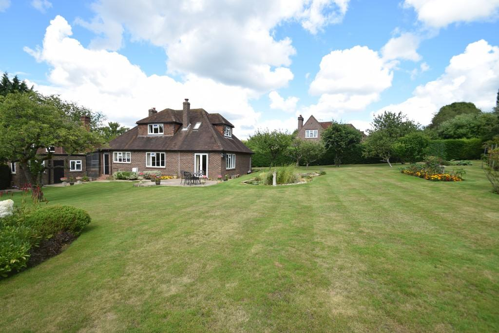 4 Bedrooms Detached House for sale in Roseacre Gardens, Chilworth, Guildford GU4 8RQ
