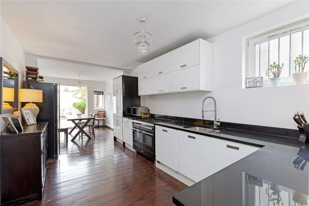 3 Bedrooms Terraced House for sale in Garratt Lane, London, SW18