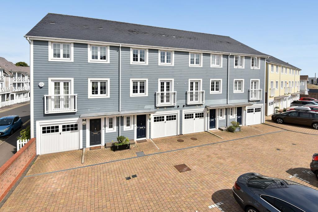 5 Bedrooms Town House for sale in Higham Avenue, Holborough Lakes, Snodland